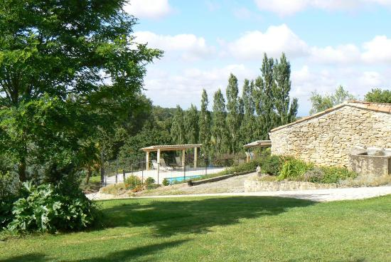 Le Domaine de Loustalviel: View from Loustalbeau to pool
