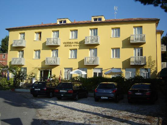 Viktoria Palace Hotel: The front of the hotel