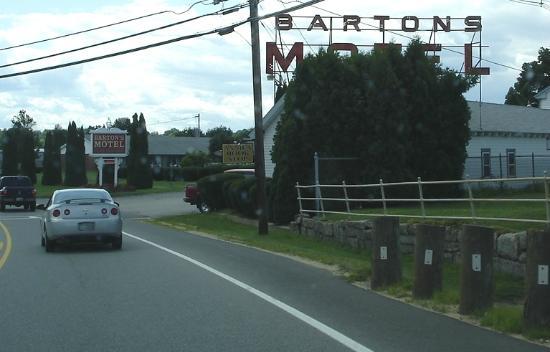 Barton's Motel: Barton's sign from Union avenue.