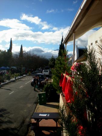 Old Town Tulbagh: A patio view from Church Street looking north towards the Winterhoek mountains