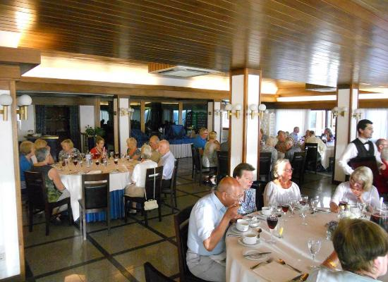 Hotel Santo Andre: We enjoyed eating at large lables