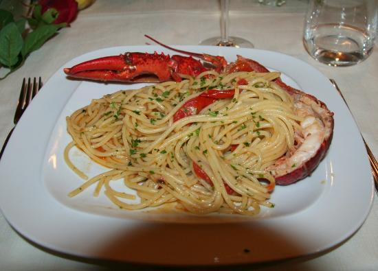 Al Chiaro Di Luna : Spagetti with lobster