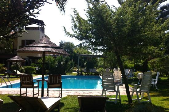 Vessus Country Hotel : Blick auf Pool und Haupthaus