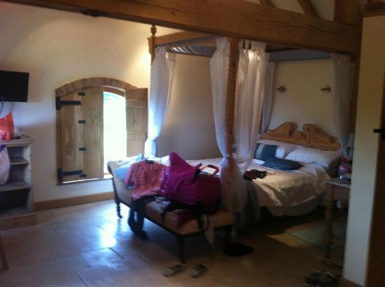 Hungry Bentley Barn: Lovely four poster bed