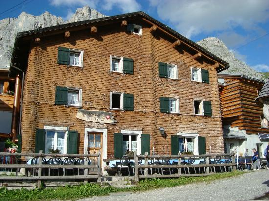 Berghaus Sulzfluh: front of hotel (old part)