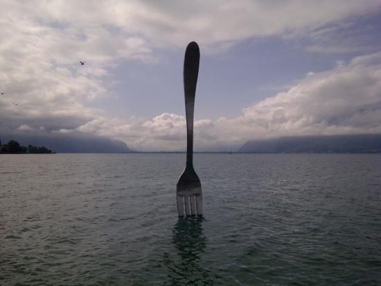 ‪أوتل دي تروا كورون: the famous fork in Lake Geneva