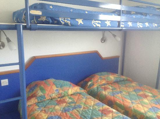 Fasthotel Biarritz Bidart : Stanza claustrofobica