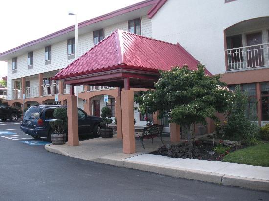 Red Roof Inn Lancaster: office
