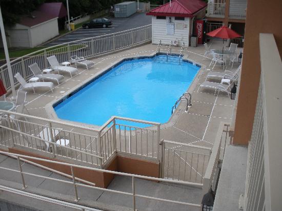 Red Roof Inn Lancaster: swimming pool