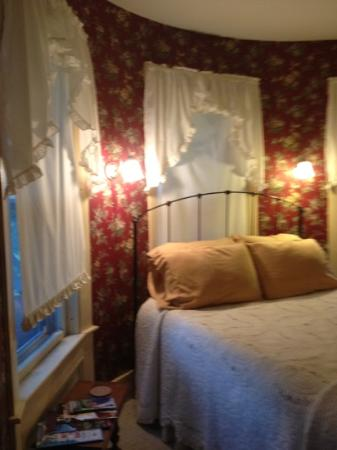 Maplecroft Bed And Breakfast: tower room