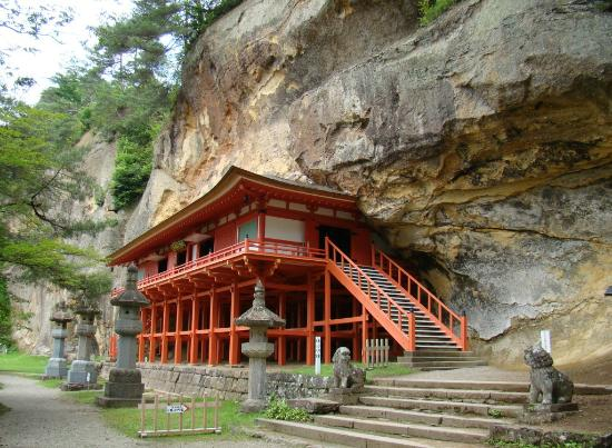 Takkoku no Iwaya: The temple is built in a cave, so to speak