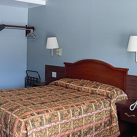 Economy Inn: Single Bed