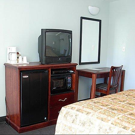 Economy Inn: TV