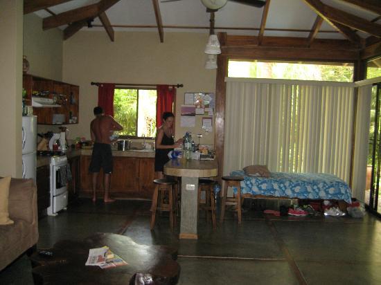 Mariposa Vacation Homes: Kitchen area