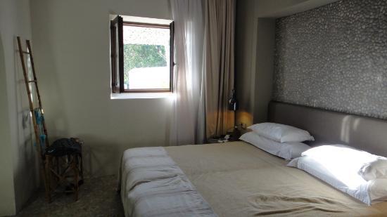 The Giri Residence: Oleander Suite, window towards pool