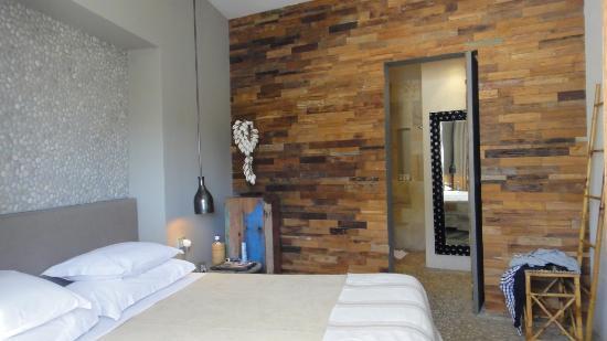 The Giri Residence: oleander suite