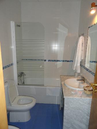 Eurico Hotel: bathroom