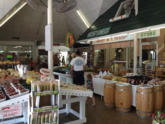 Peach Park: Enjoy shopping for produce or gifts.
