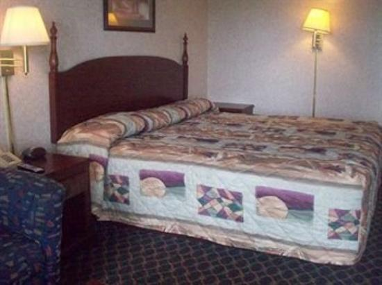 Royal Inn & Suites: Guest Room