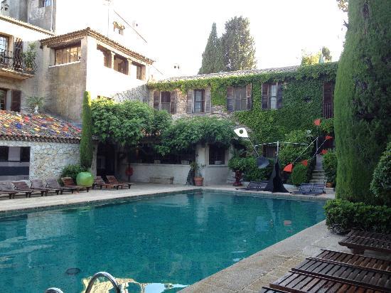 La Colombe d'Or : heated pool