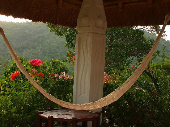 Puerto Del Sol Resort Hotel and Dive Center Coron: Hammock outside room