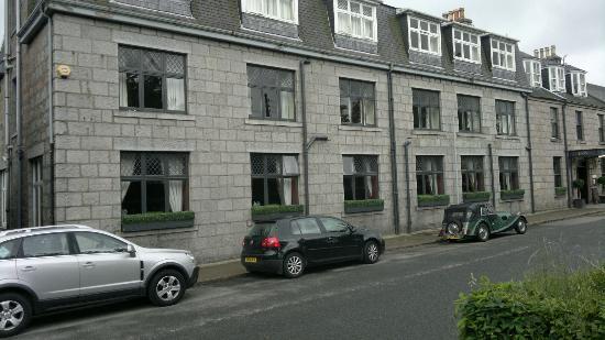 Deeside Inn: Frontage