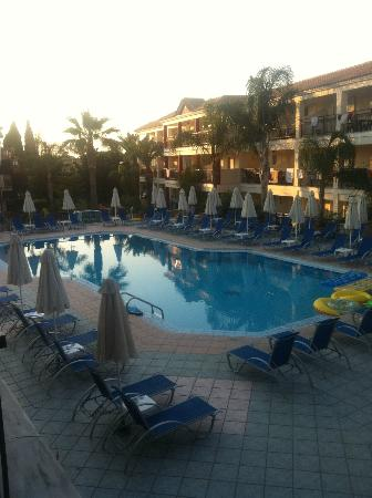 Planet Studios and Apartments: Pool at Sunset :)