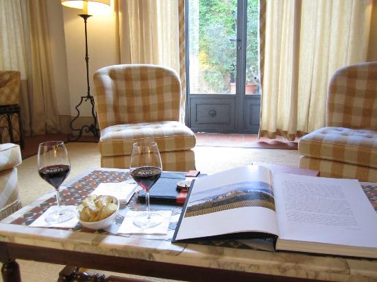 Castello Banfi - Il Borgo: Library