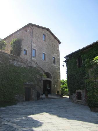 كاستيلو بانفي - إل بورجو: La Taverna Entrance