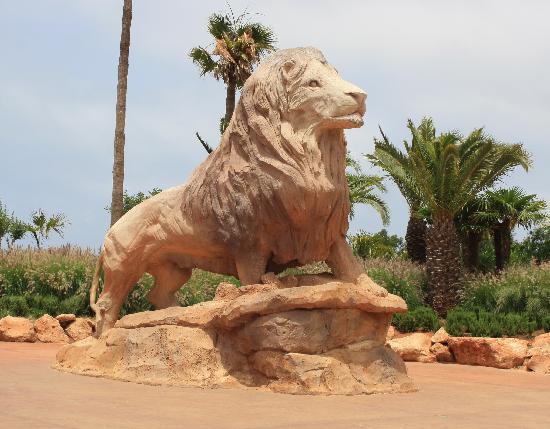 Jardin Zoologique National de Rabat : A statue of a male lion