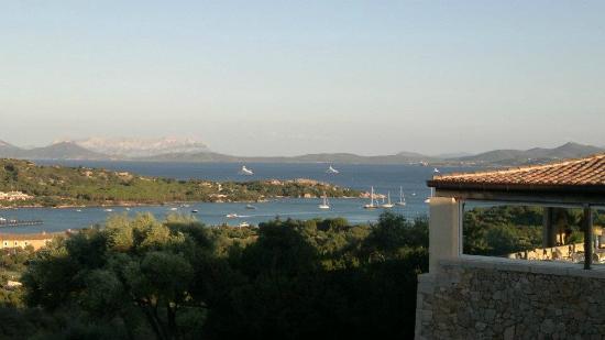 Hotel Petra Bianca: Aussicht vom Balkon auf die Cala di Volpe
