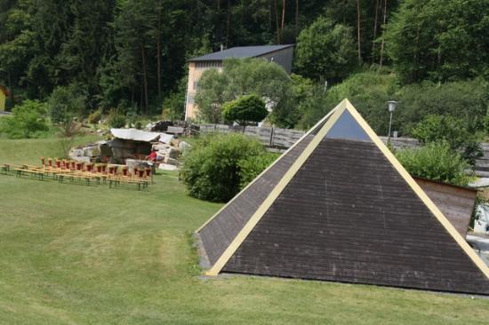 Hotel Restaurant Liebnitzmühle: Pyramide innen mit Lichttherapie zum relaxen und entspannen