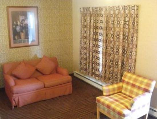All Seasons Inn & Suites - Bourne : Guest Room