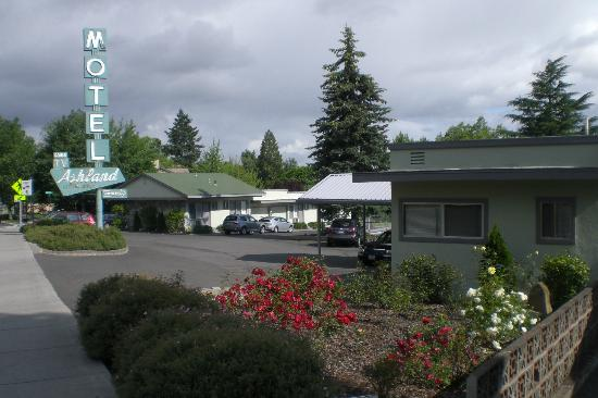 The M Ashland Motel: Ashland Motel