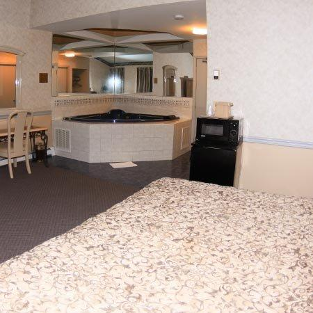 Parsippany Inn and Suites: Jacuzzi Room