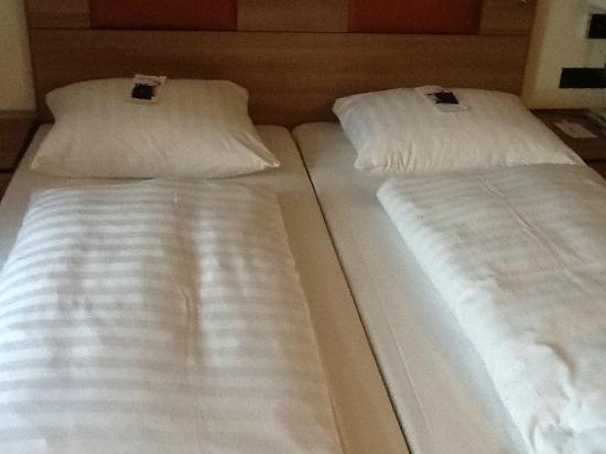 Hotel Am Jakobsmarkt: Beds in the room