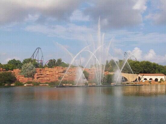 California Garden : theme park fountains.