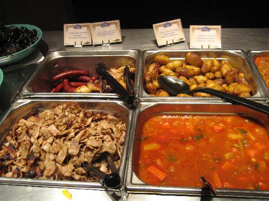 Agrabah Cafe: Halal Meat, chicken & sausages, potatoes, vegetables in sauce.