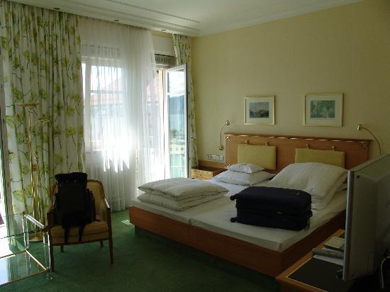 Hotel Reutemann und Seegarten : understated room