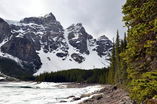 Moraine Lake Lodge: Belo, mesmo sem agua