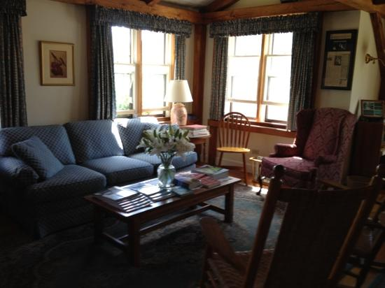Brant Point Inn: another view of the common room at Atlantic Mainstay