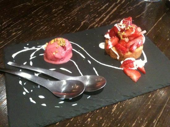 Baitona : sablé pistache avec fraises au poivre