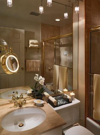 The Kensington Park Hotel : Bathroom