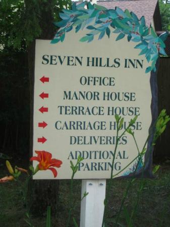 Seven Hills Inn: Entrance