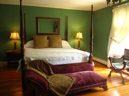 Seven Hills Inn: Bed