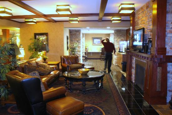 The Lodge at Deadwood: coffee, computers, tv and comfortable furniture