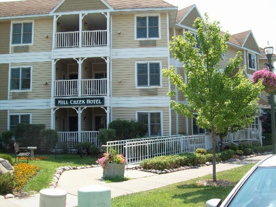 Mill Creek Hotel: Mill Run Suites Hotel