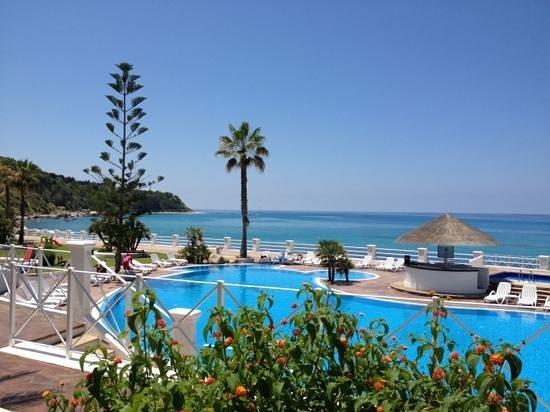 Cala Petrosa Resort: un angolo di paradiso