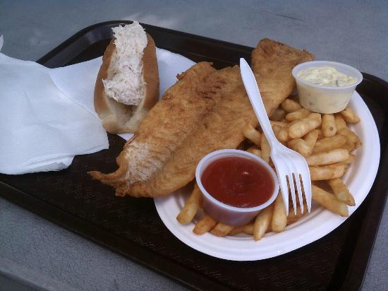 Bagaduce Lunch: Crab roll and fried haddock plate (huge!)
