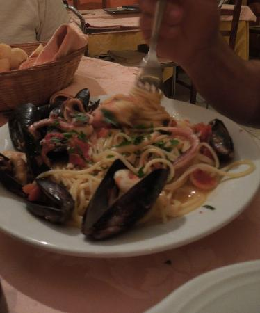 Ristorante Anfora: Pasta and the freshest seafood...is there anything better?